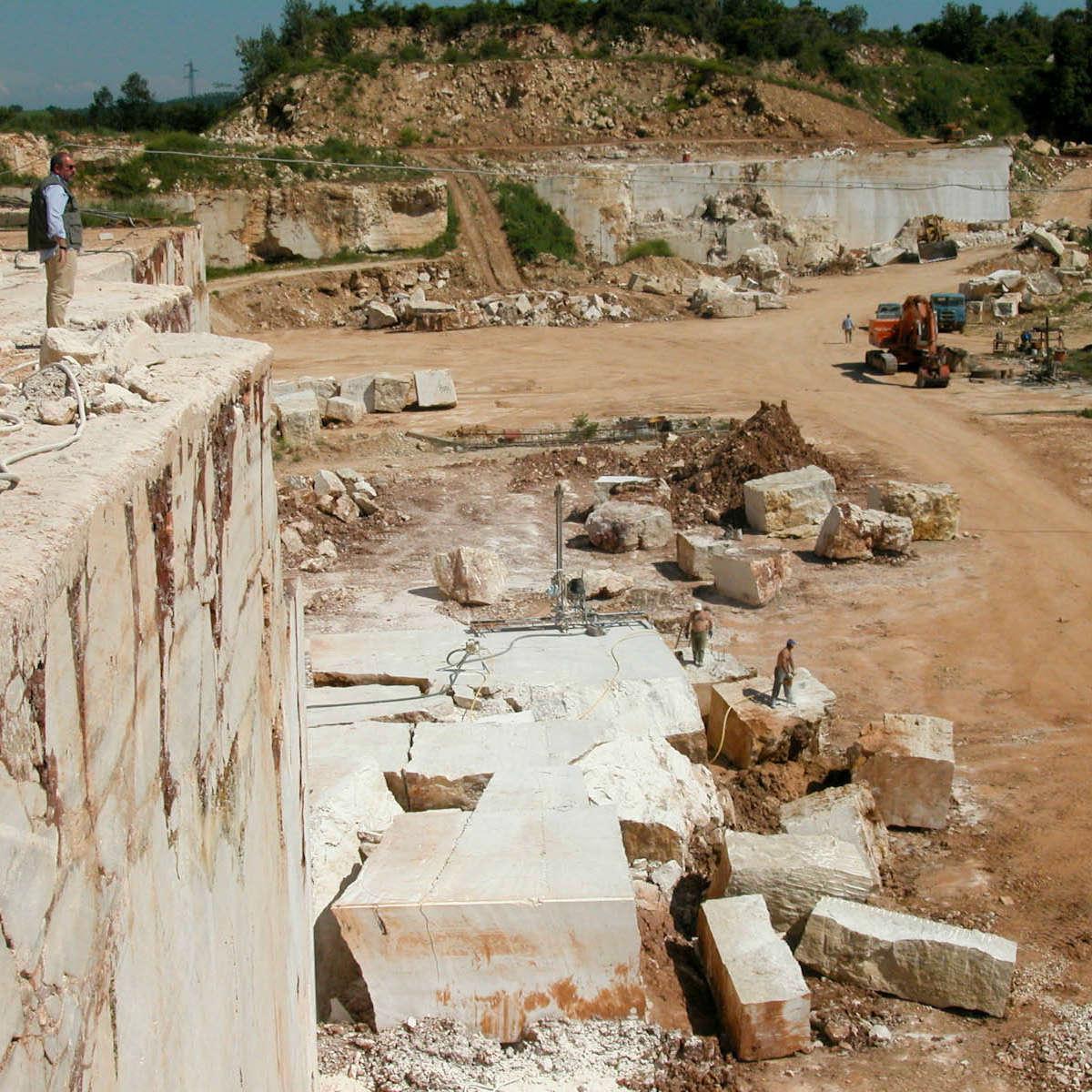 cava di marmo pietra travertino pietre di rapolano