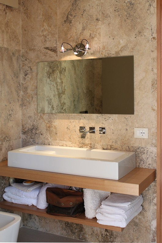 Per rinnovare il bagno pavimenti e rivestimenti in travertino - Rivestimento bagno rustico ...