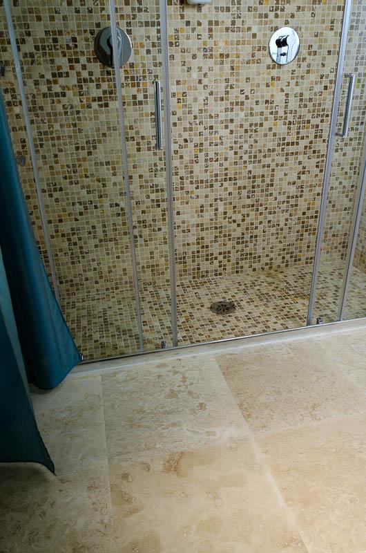 Hotel la residenza dell orafo tutti i bagni in pietra di - Rivestimento doccia in pietra ...