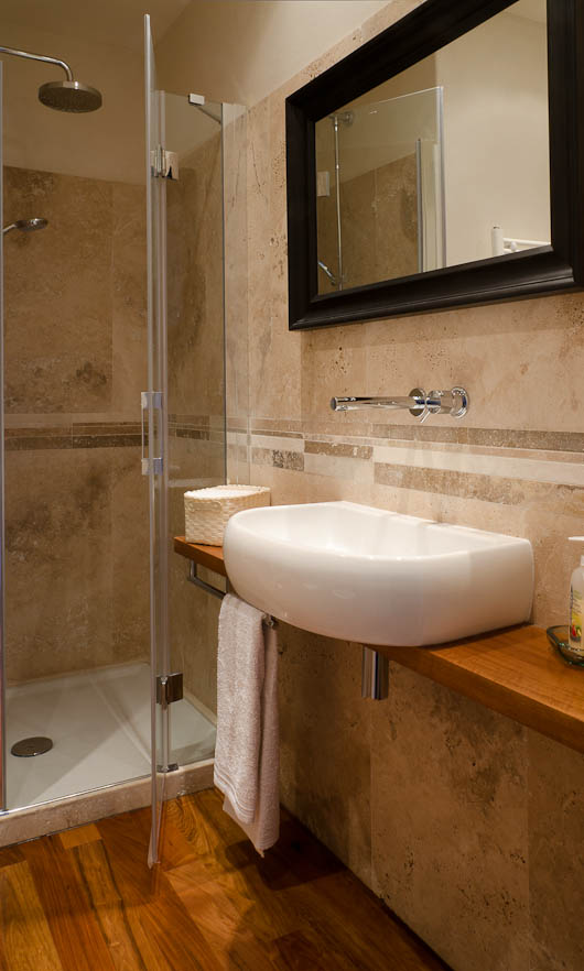 Mattonelle per bagno in travertino chiaro - Altezza mattonelle bagno ...