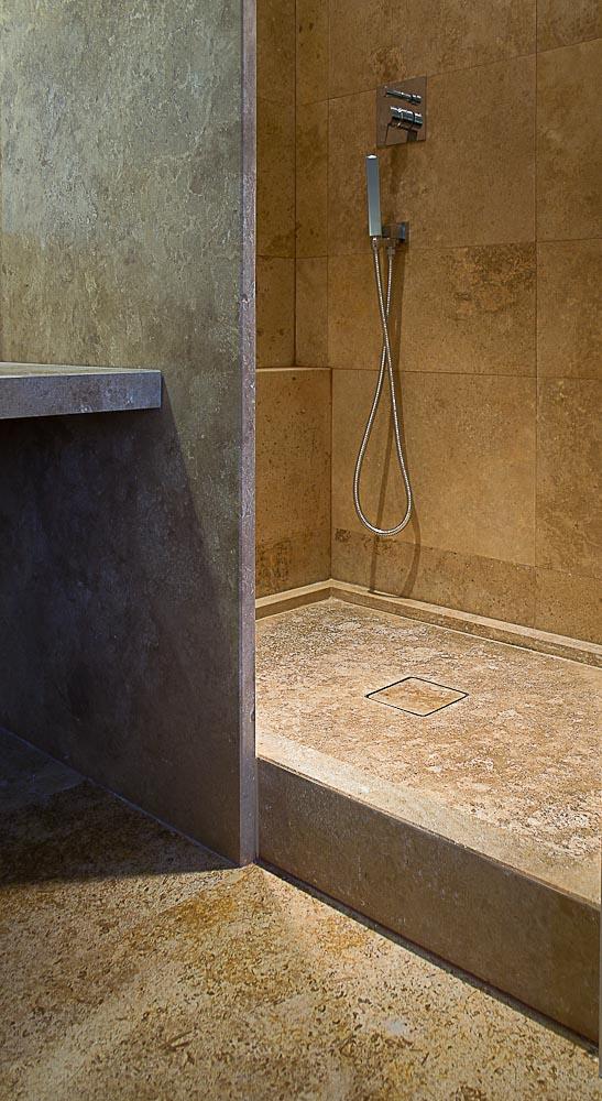 Piatto doccia e rivestimenti in travertino pdr 027 pietre - Pietre per bagno ...