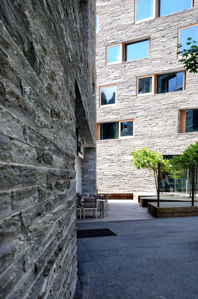 Rivestimento facciata in pietra: esempi di architetture ...