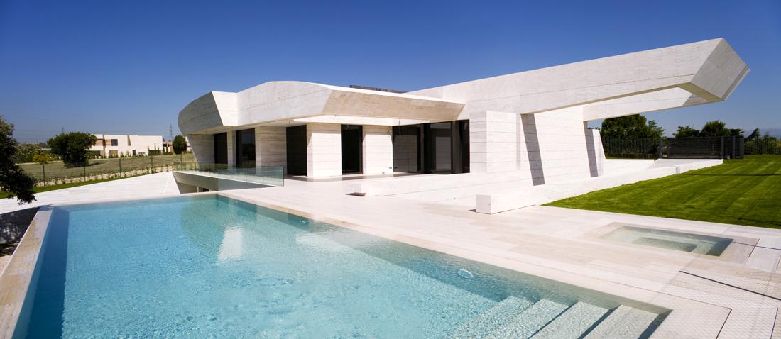 Il travertino nelle piscine for Opzioni materiale esterno casa