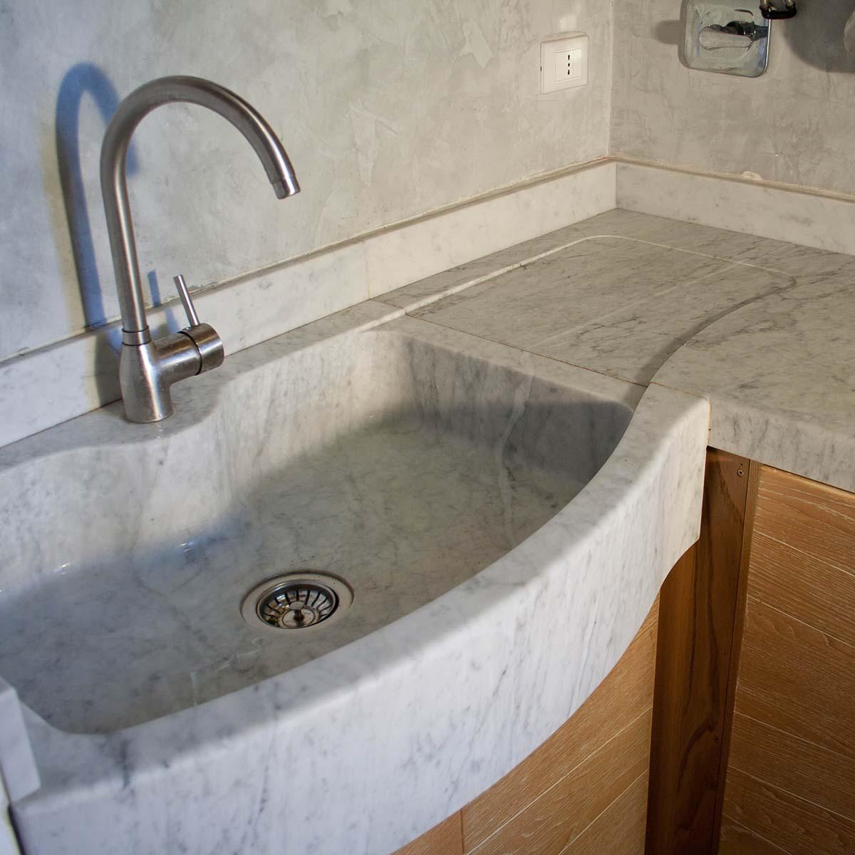 L uso del marmo in cucina for Lavabo pietra leroy merlin