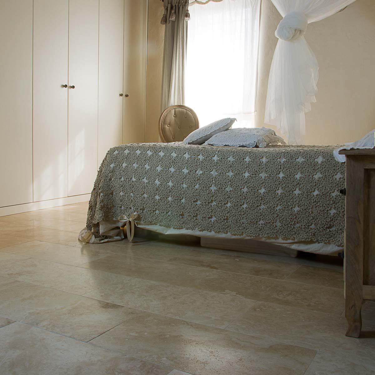 Casa colonica nella campagna toscana a impruneta pavimenti in travertino - Pavimento camera da letto ...
