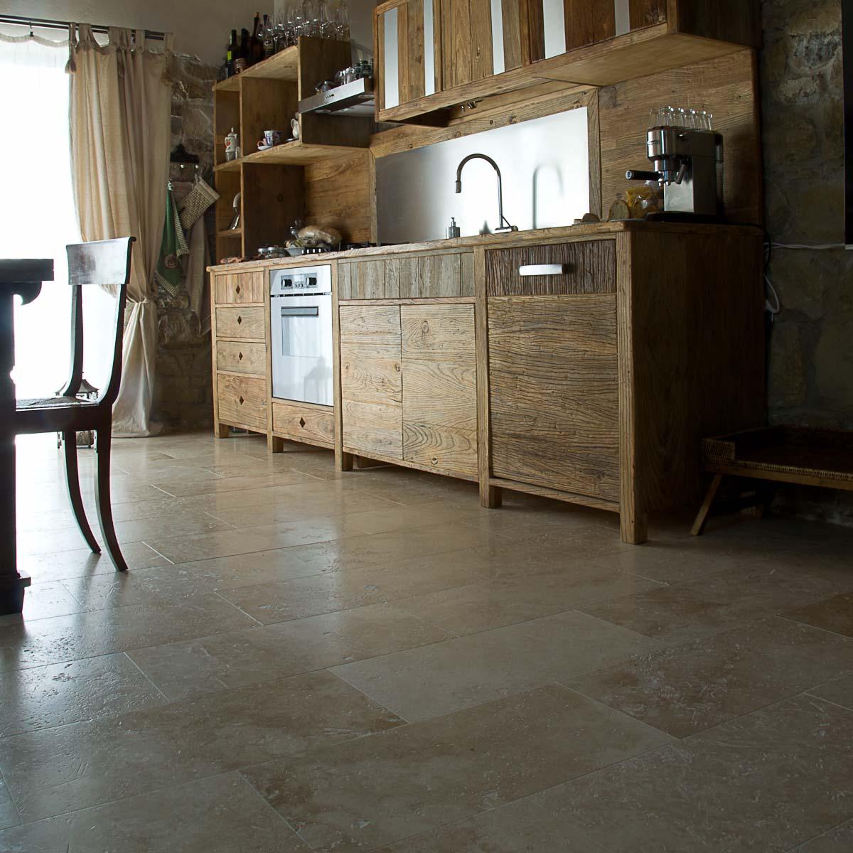 Casa colonica nella campagna toscana a impruneta - Pavimento per cucina ...