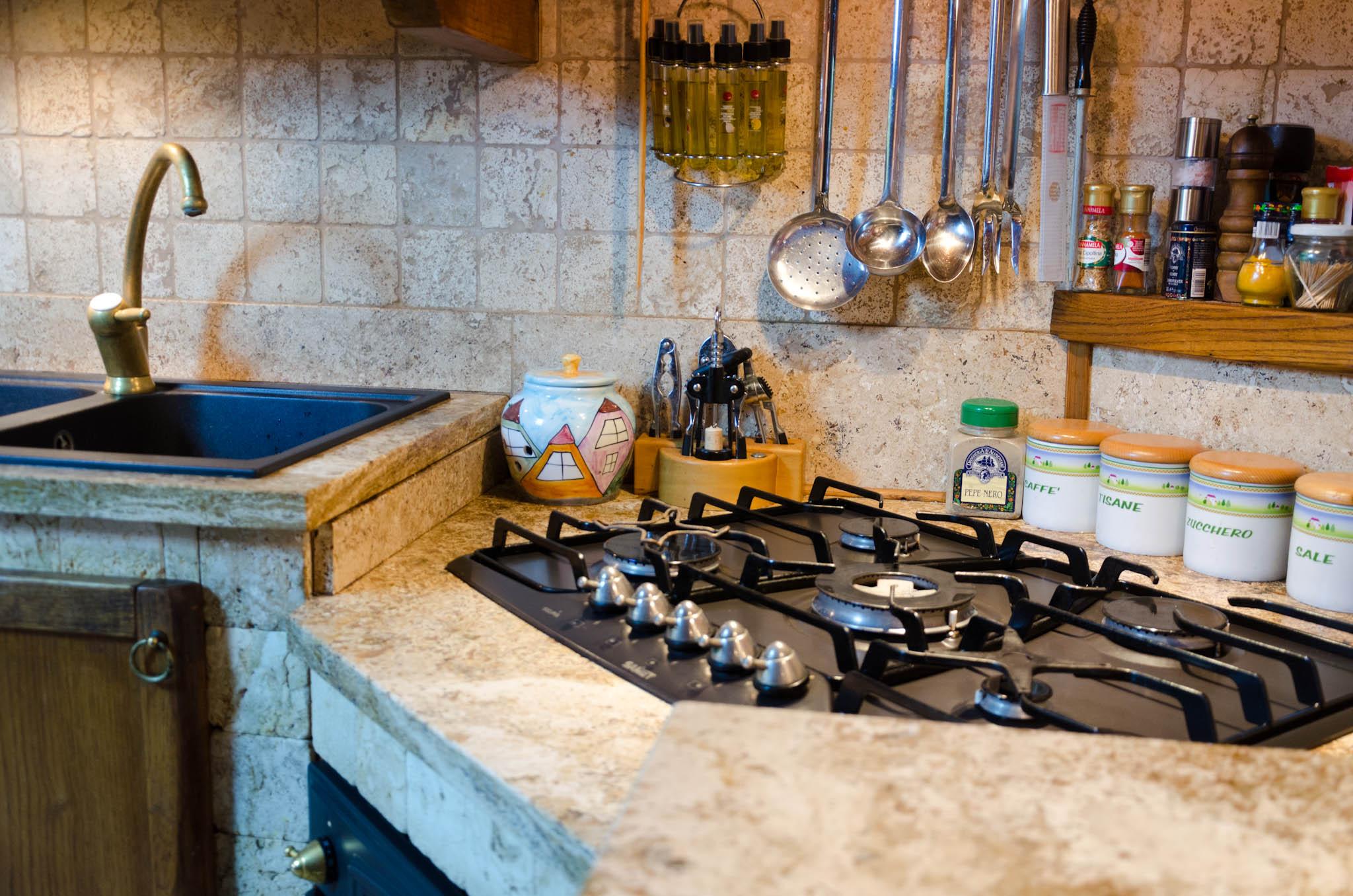 scegliere il travertino e la pietra naturale in 10 punti ... - Cucine Esterne In Marmo