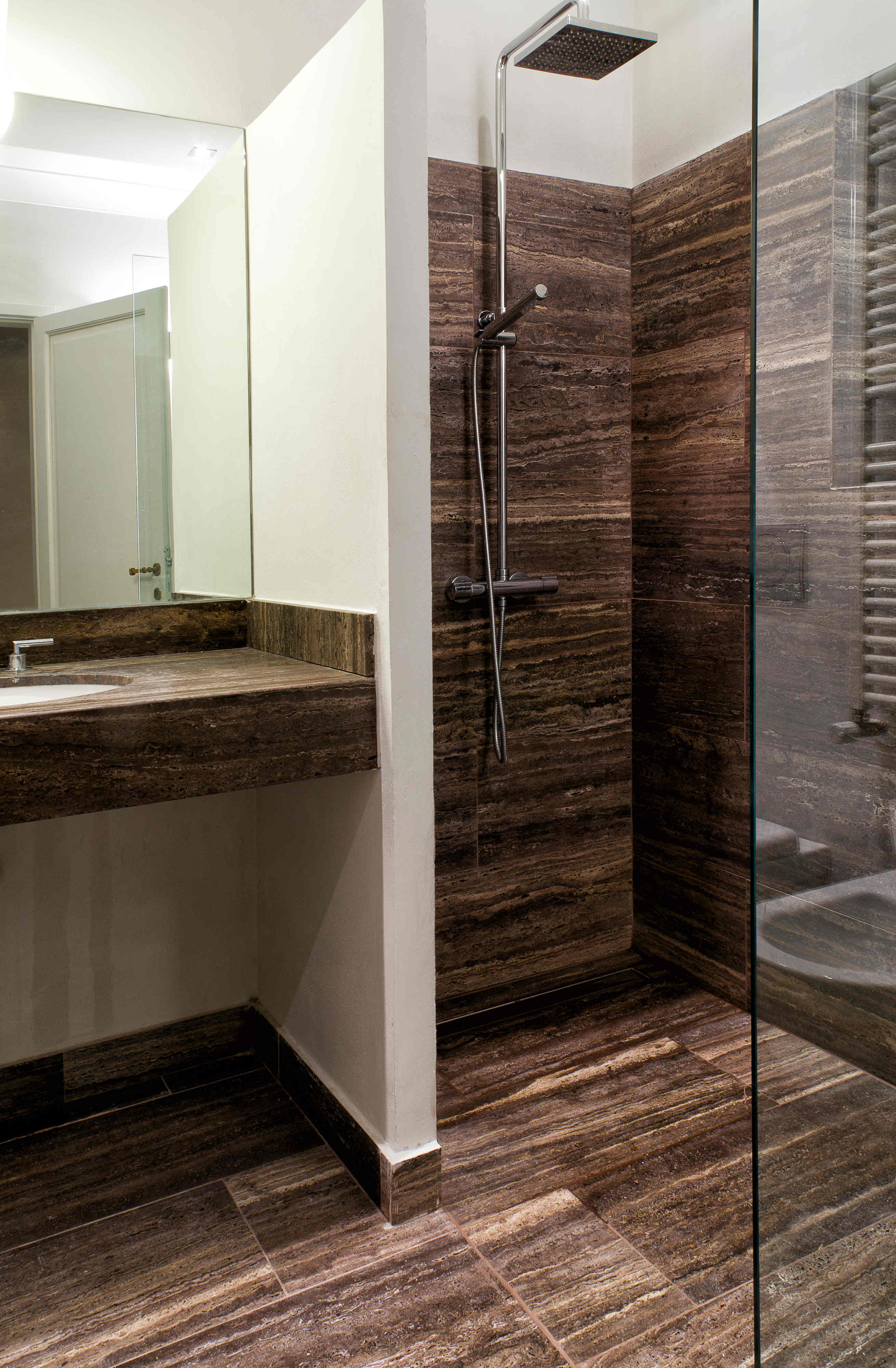 Bagno rivestimento travertino zebra black pdr 055 - Bagno in travertino ...