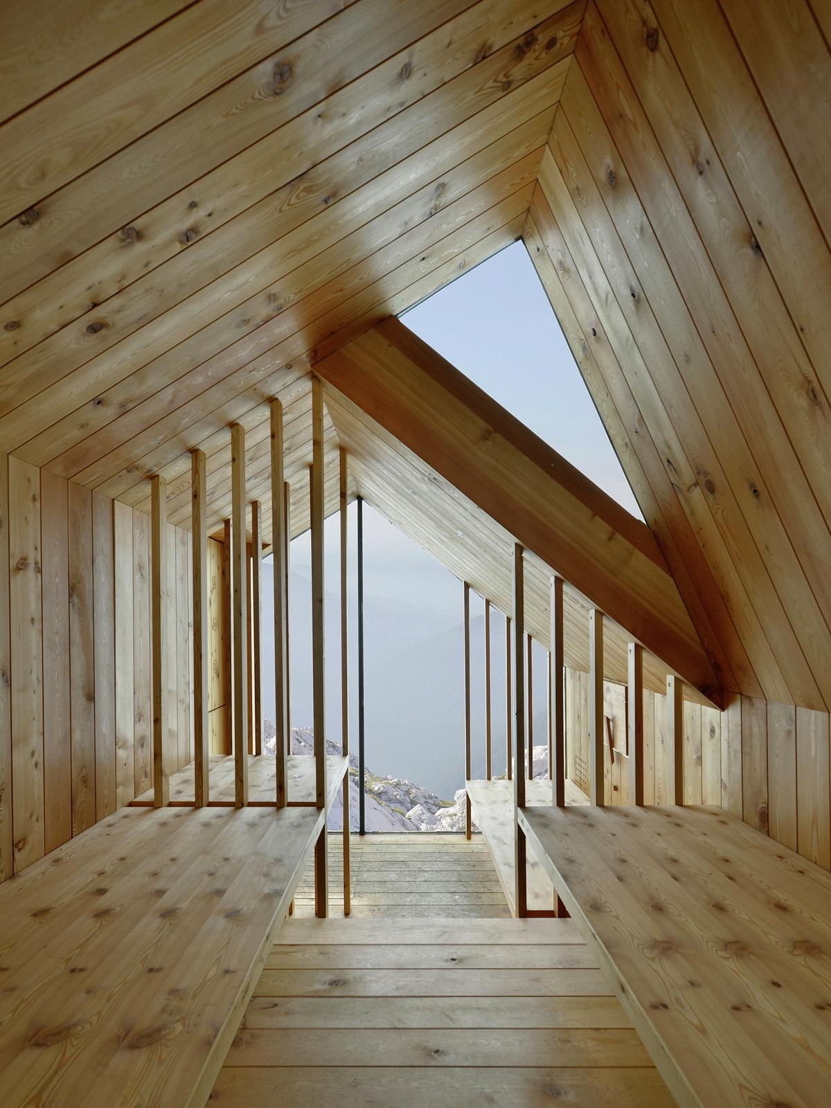 Un rifugio alpino nelle alpi di kamnik in slovenia for Asheville nc cabin vista sulle montagne