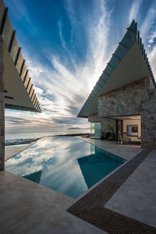 piscina in marmo abitazione lusso messico designer diego villasenor