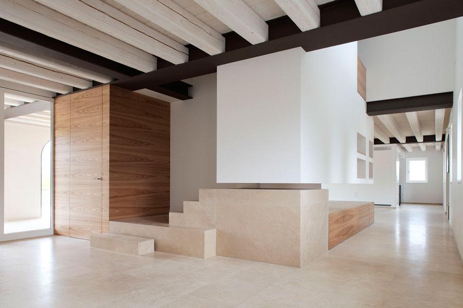 Pavimenti in travertino per ristrutturazione di fabbricato for Architettura interni case