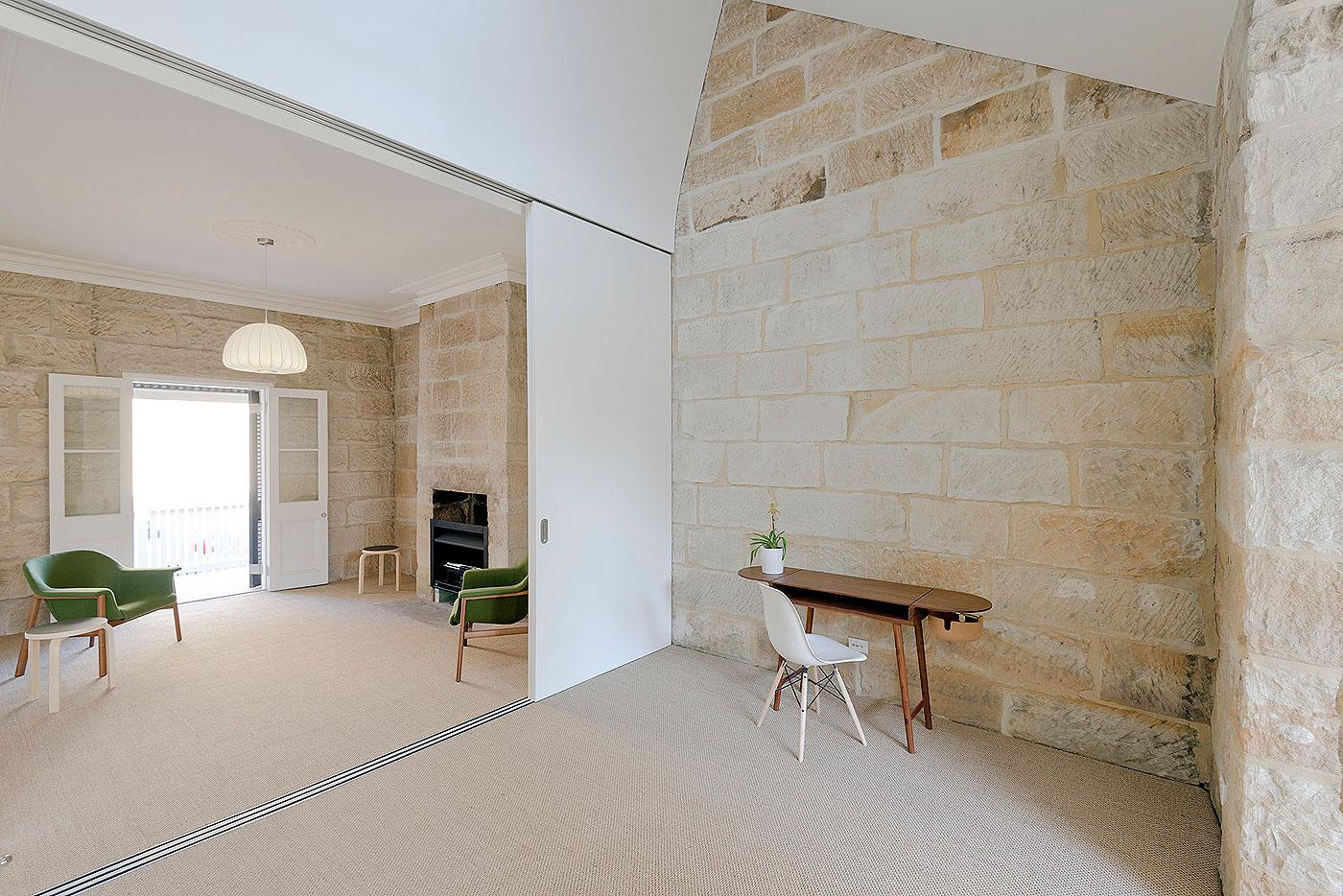 interni casa pietra arenaria rivestimenti balmain sidney studio carter williamson