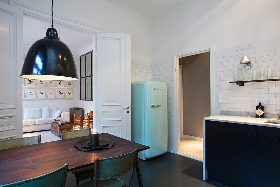 stoccolma appartamento moderno stile industriale cucina in marmo frigorifero smeg